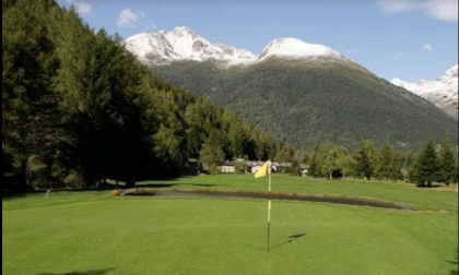 Ponte, patria del….golf, 250 giocatori per fare buca a 1500 metri circondati da vette e panorami, boom di appassionati