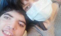 """Marina e Denis: """"Non vede, non cammina, non mangia, ma è vita pura, è mio figlio..."""""""